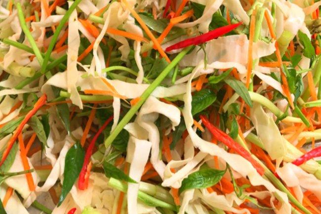 Cách muối dưa bắp cải cà rốt giòn ngon, chua dịu và không bị úng